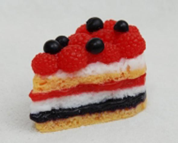 Торт с малиной и смородиной